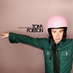 """Tom Poisson : Regardez le clip de """"Mon ami sans voix"""" 5"""