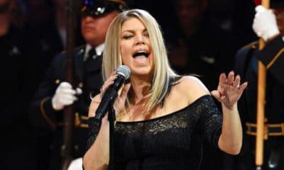 La chanteuse Fergie se ridiculise en interprétant l'hymne américain