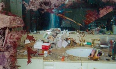 Kanye West vient de dévoiler une photo de la salle de bain de Whitney Houston qui fait scandale