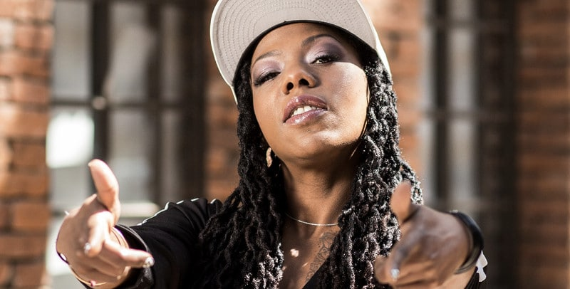 """L'artiste cubaine La Dame Blanche dévoile son nouvel album """"Bajo el mismo cielo"""""""