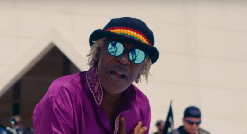 "Alpha Blondy dévoile le clip de ""Whole Lotta Love"", une reprise reggae du groupe Led Zeppelin"
