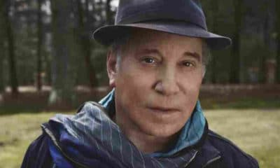 "Paul Simon revisite ses chansons favorites dans l'album ""In The Blue Light"""