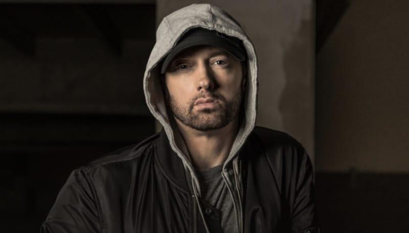 """Après la sortie de l'album """"Revival"""", Eminem surprend son monde avec un nouveau projet de 13 titres baptisé """"Kamikaze""""."""