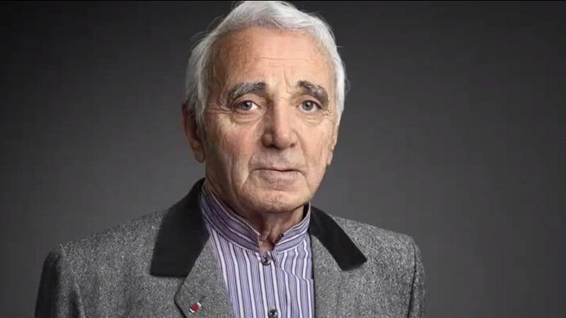 """Une animatrice radio de France Bleu se lâche sur Charles Aznavour qu'elle qualifie de """"sexiste"""" et """"raciste de droite"""""""
