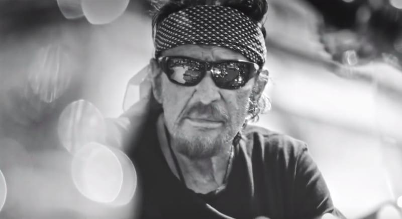 """Découvrez le clip de la chanson """"J'en parlerai au diable"""", premier single extrait de l'album posthume de Johnny Hallyday"""
