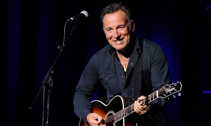 """L'album """"Springsteen on Broadway"""" sortira dans les bacs un jour avant la diffusion de son live sur Netflix"""