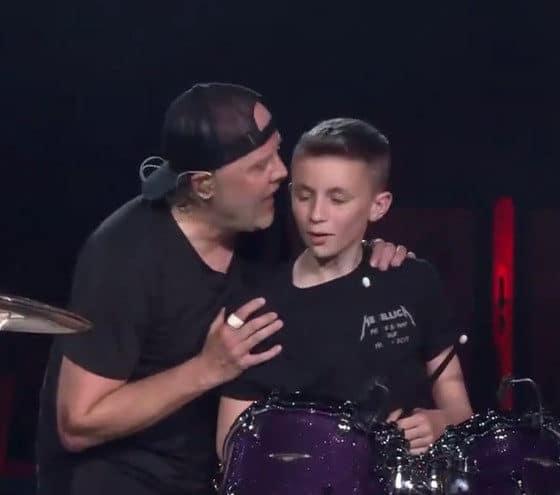 Metallica offre un cadeau génial à un adolescent en plein concert