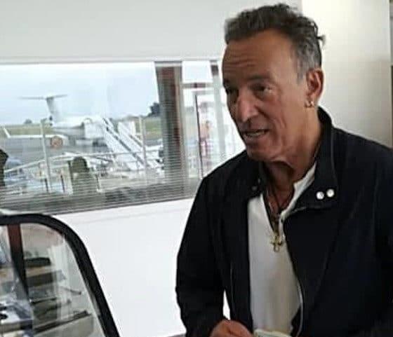 Visite surprise de Bruce Springsteen à l'aéroport de Dinard