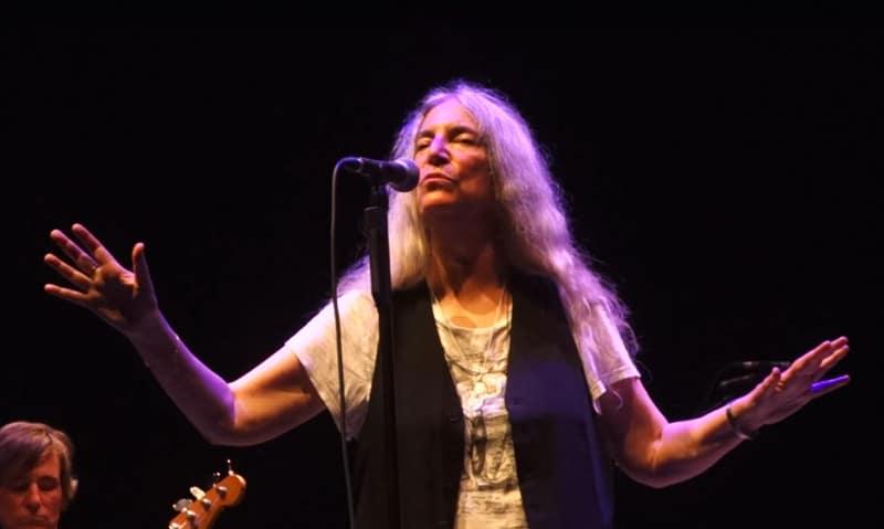 À l'Olympia, Patti Smith affiche son soutien à Emmanuel Macron