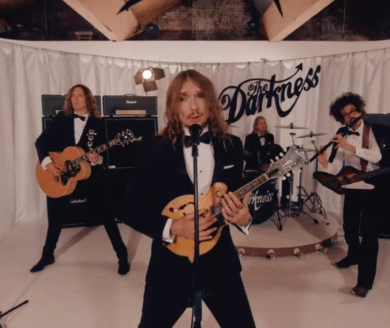 The Darkness dévoile le single « Heart Explodes »