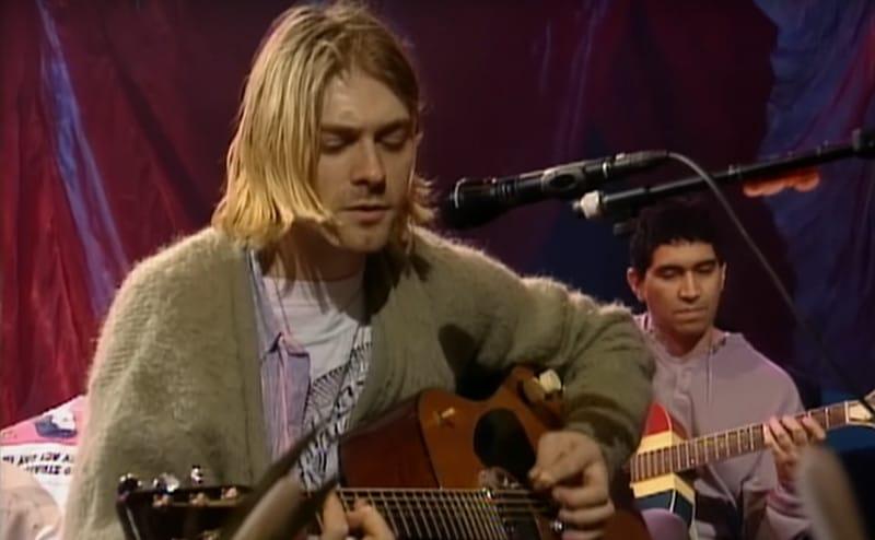 Le fameux gilet porté par Kurt Cobain au « MTV Unplugged » vendu 334 000 dollars