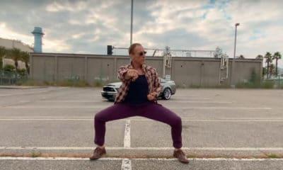 Jean-Claude Van Damme fait le show dans le nouveau clip d'AaRON